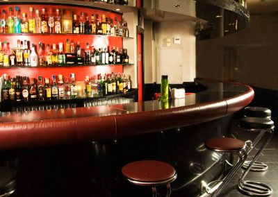sala-privada-mueble-bar
