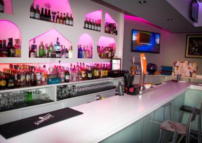 karaoke-marfil-interior-barra2